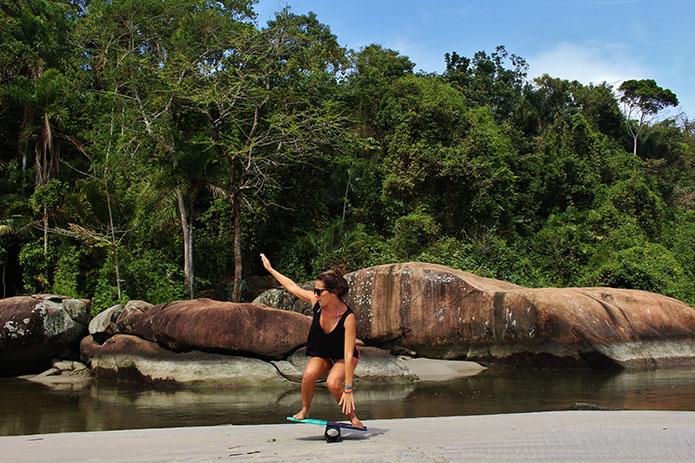 2Roxy-Brasil-Fe-Dellomo-prancha-de-equilíbrio.jpg
