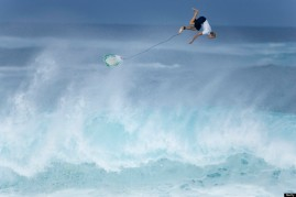 Flynn Novack wiping out at the Monster Pro Pipeline contest, north shore