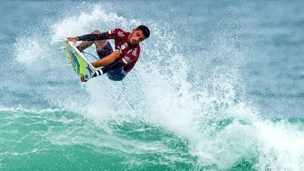 do surf filipe toledo.jpg